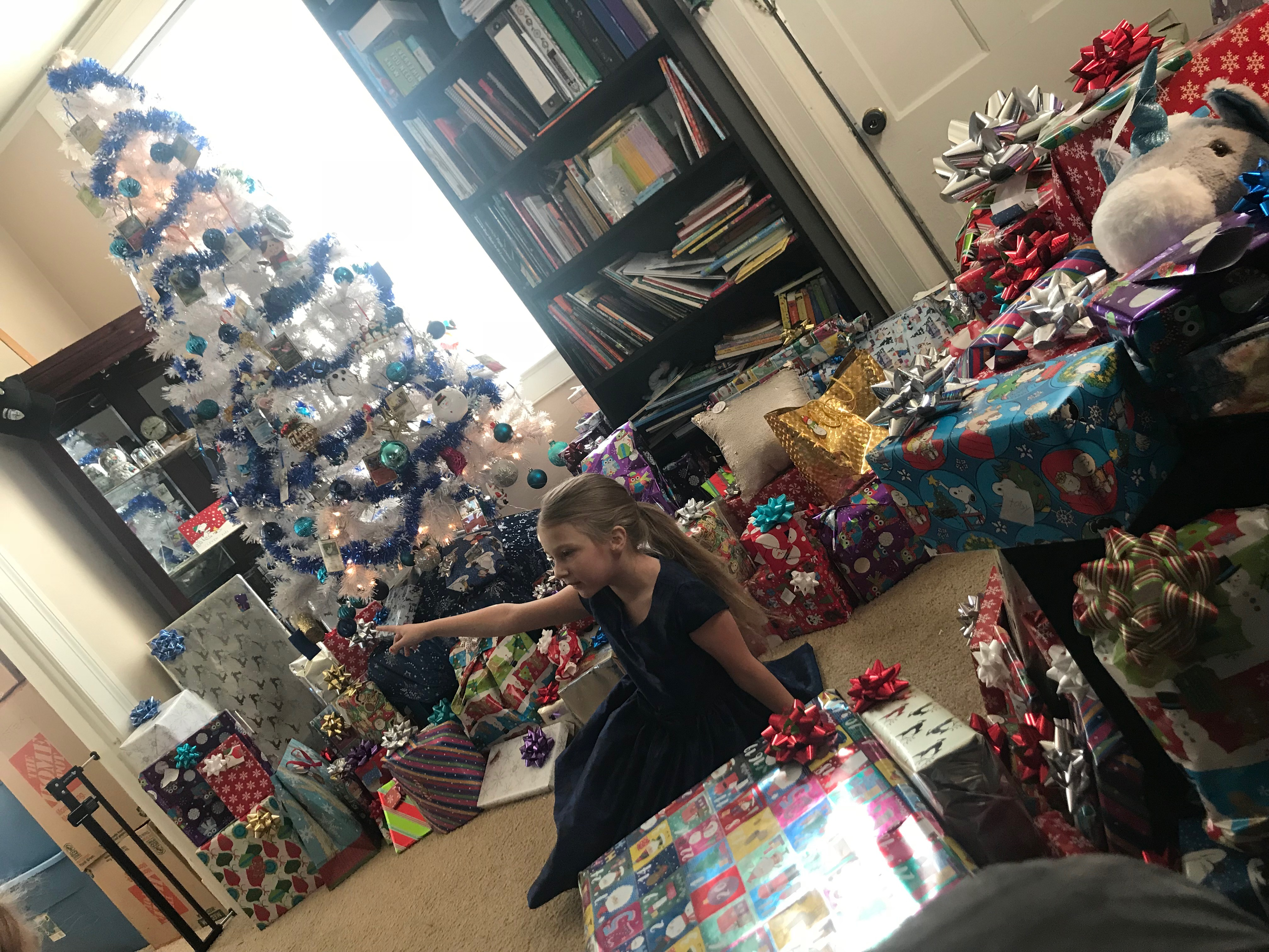Christmas morning - Too many gifts? Science shows less toys is ...